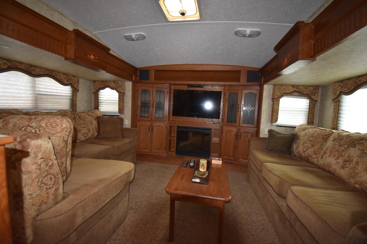 Keystone Rv Montana 3685FL FRONT LIVING ROOM 5TH WHE For Sale