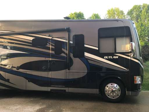 Outlaw 29h Toy Hauler Class C For Sale Thor Motor Coach