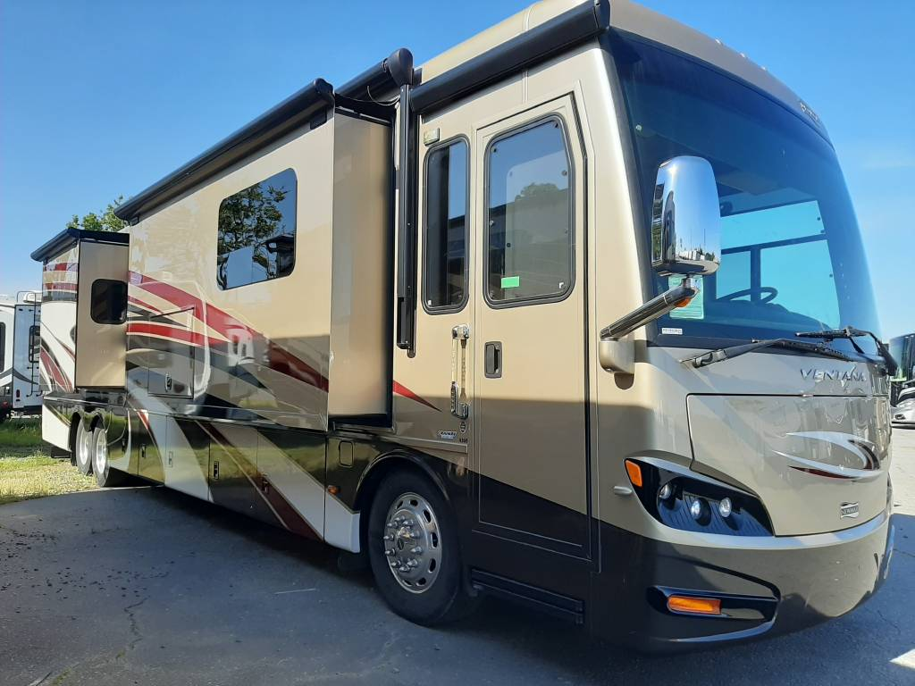 10 Amazing Family Motorhomes For Sale In The U.S. Right Now - Newmar Ventana 4369