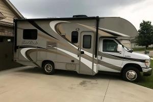 2015 Thor Motor Coach Four Winds KIN315 - Cinnamon-0