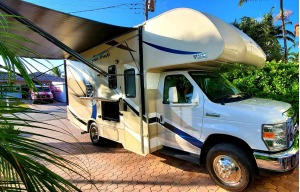2018 Thor Motor Coach Four Winds -24 Ft.- EARLY PICKUP - LATE DROP OFF-0