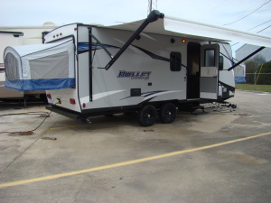 24; hybrid travel trailer - Sleep up to 10-0