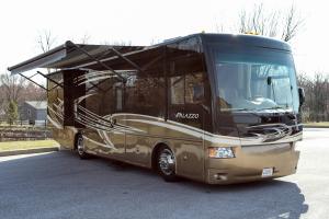 Thor Motor Coach Palazzo-0