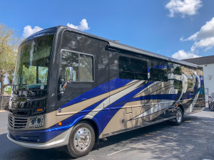 Top Notch 2019 Fleetwood Southwind 37F (One Way Available)-0